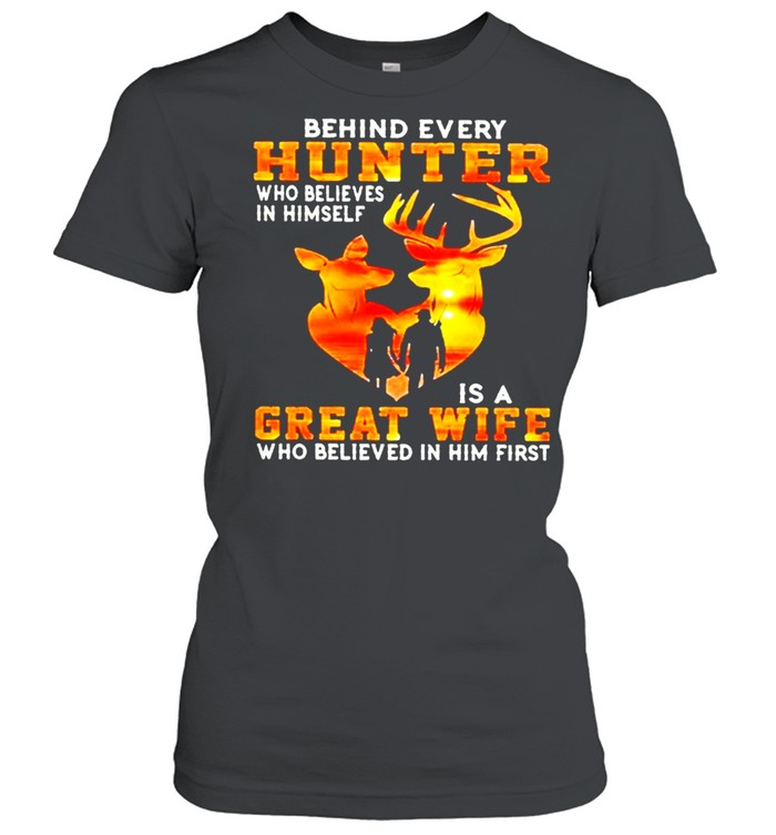 Behind every hunter who believe in himself is a great wife who believe in him first sunset shirt Classic Women's T-shirt