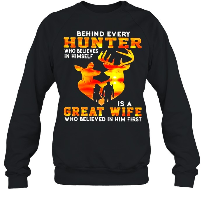 Behind every hunter who believe in himself is a great wife who believe in him first sunset shirt Unisex Sweatshirt